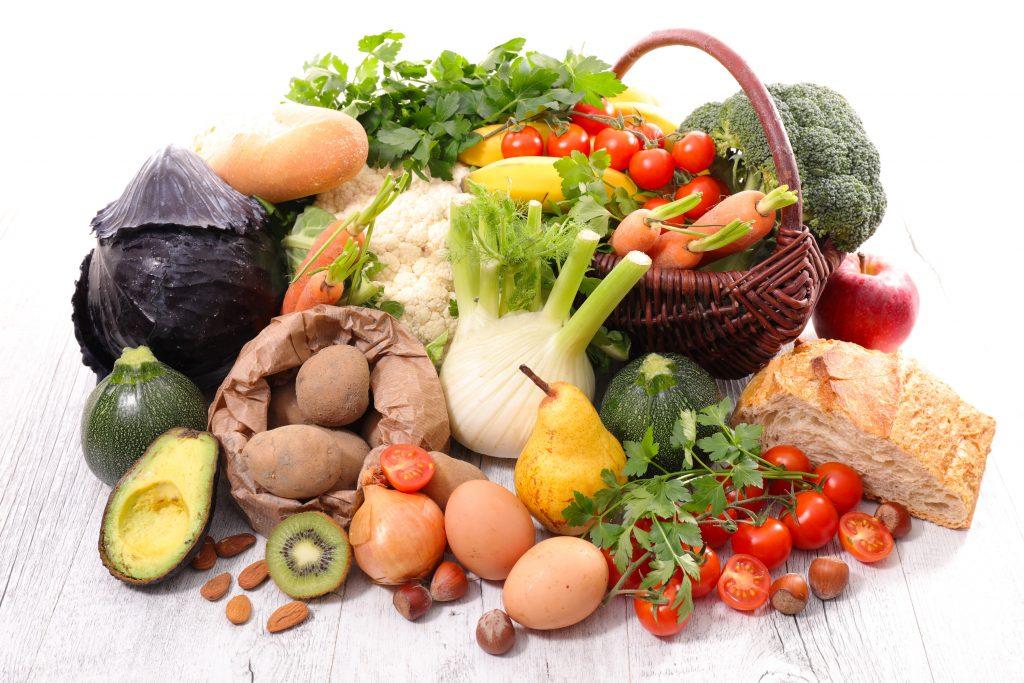 Mikronährstoffe und Makronährstoffe sollten in einer gesunden Ernährung ausreichend vorhanden sein.